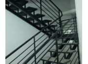 Tư vấn sử dụng cầu thang sắt hộp