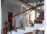 Sử dụng lan can kính trong thiết kế kiến trúc hiện đại