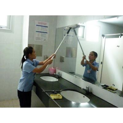 Một số cách vệ sinh lau sạch kính trong gia đình