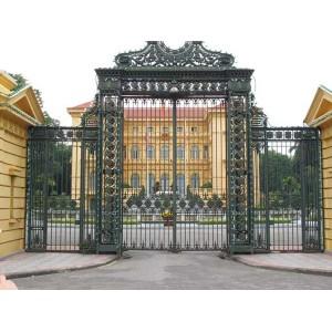 Mẫu cửa cổng sắt mỹ thuật đẹp 1